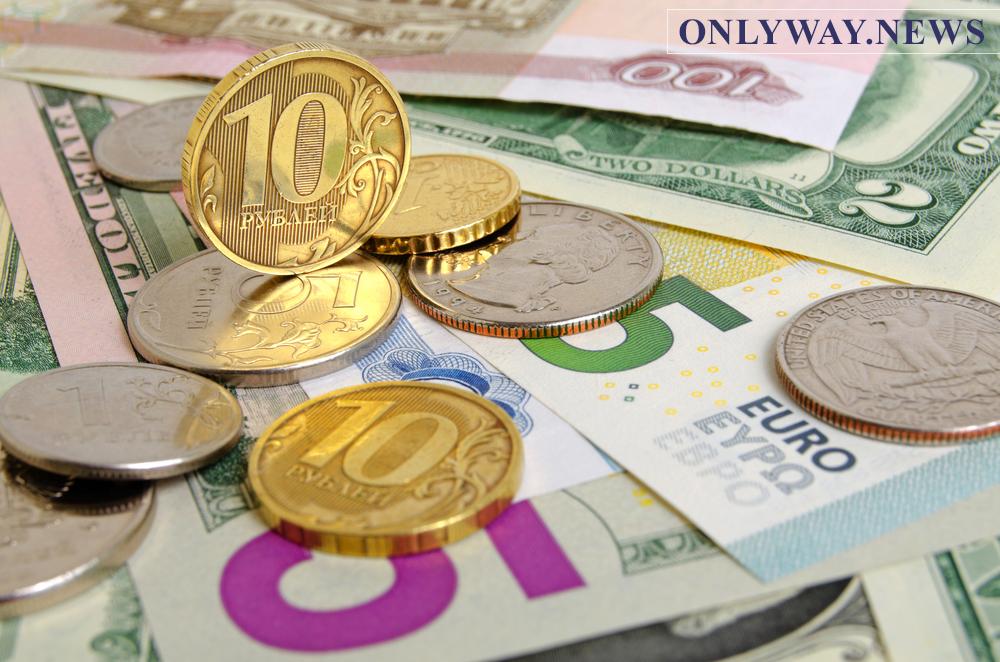 Курс евро в ходе международных торгов превысил 90 рублей. Доллар приблизился к 83 рублям.
