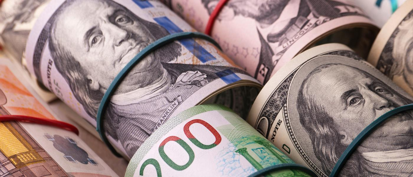 Russian banks began to close the acceptance of deposits in dollars.