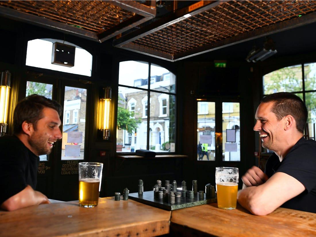 Рестораны Великобритании откроют двери 22 июня