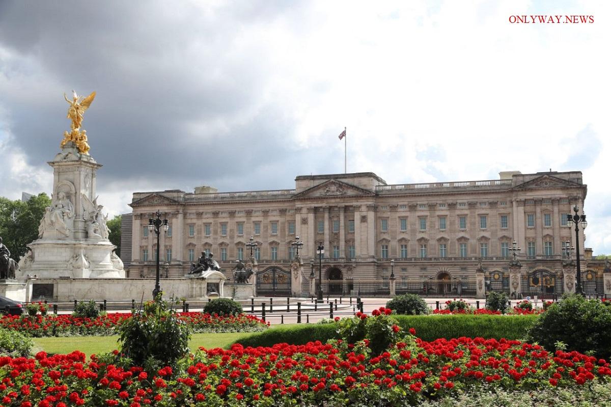 Служащим Букингемского дворца грозят массовые увольнения
