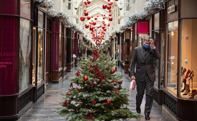 Объявлены рождественские меры профилактики коронавируса в Великобритании.