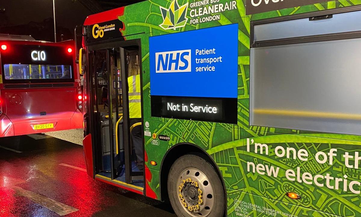 2 лондонских автобуса переоборудовали в машины скорой помощи