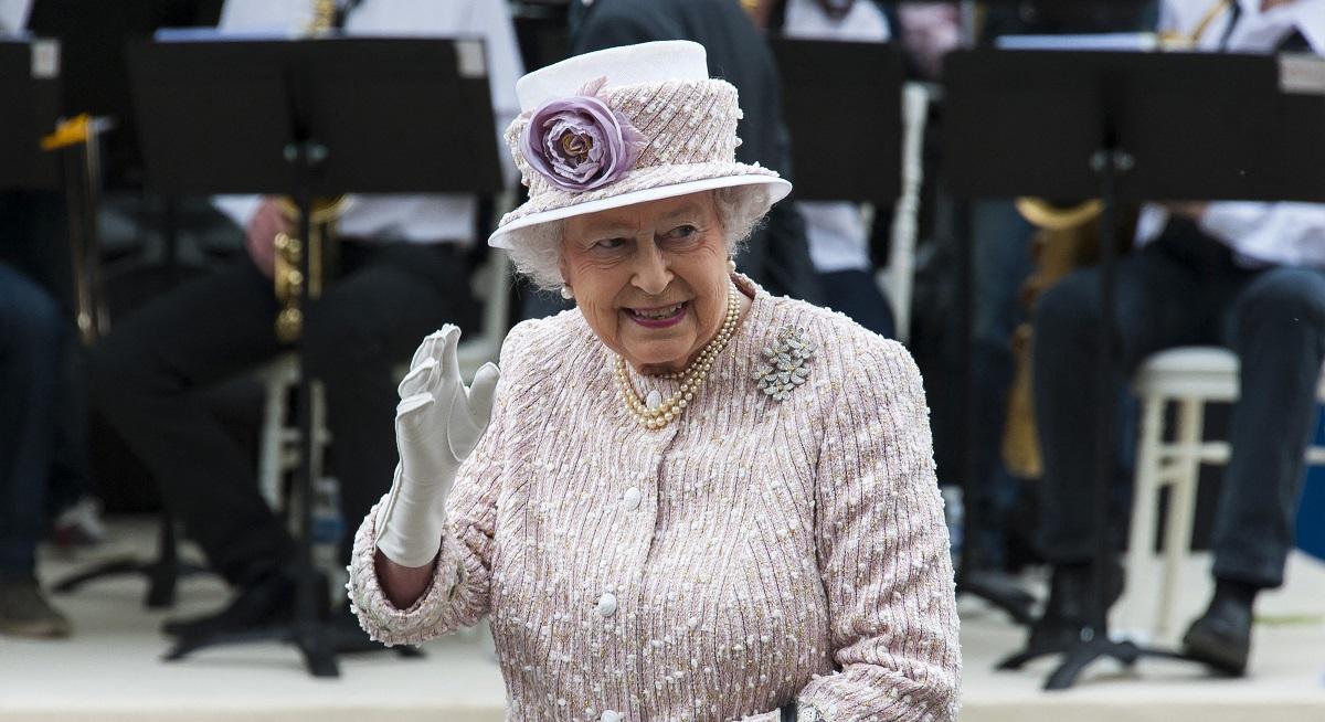 Елизавета II хотела скрыть с помощью закона размер своего состояния