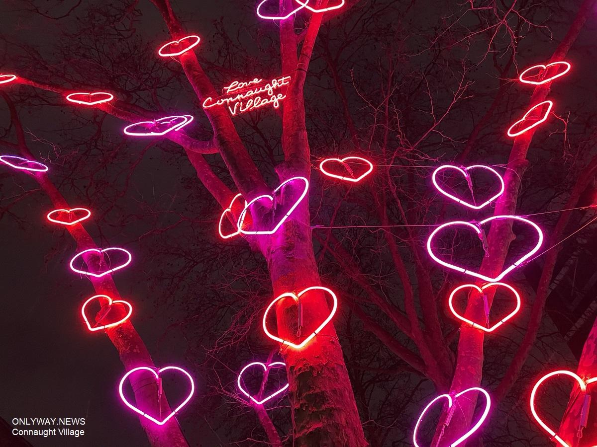 В центре Лондона появилась новая световая инсталляция под названием «Дерево любви, радости и надежды».