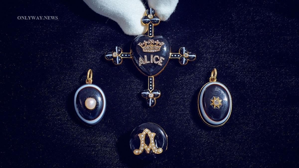 Траурные украшения королевы Виктории впервые выставляются на аукцион. Считается, что коллекция имеет большую сентиментальную ценность из-за ее многочисленных утрат.
