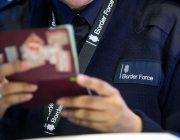 С визами в Великобританию продолжают въезжать.