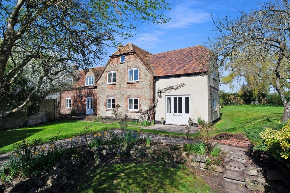 премьер-министр Великобритании сдает в аренду свой дом