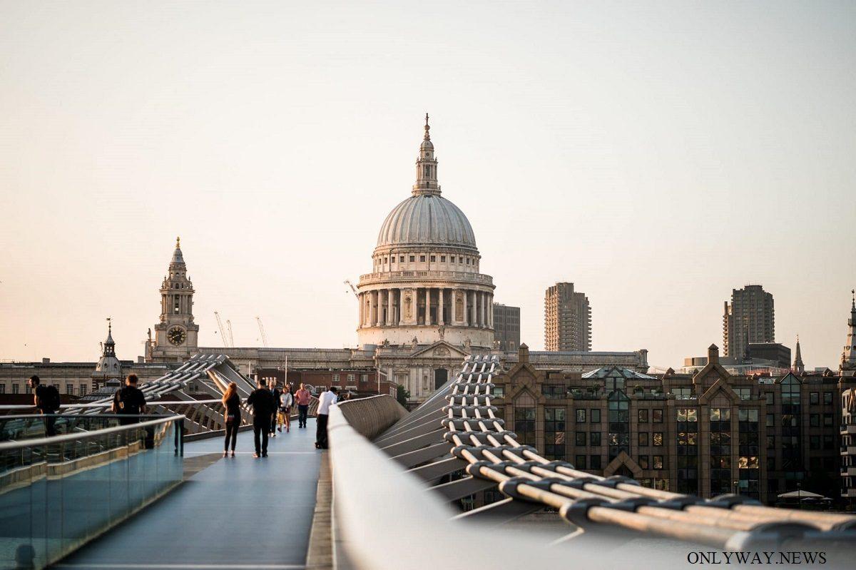 Религиозные храмы Лондона готовятся открыться для посетителей.