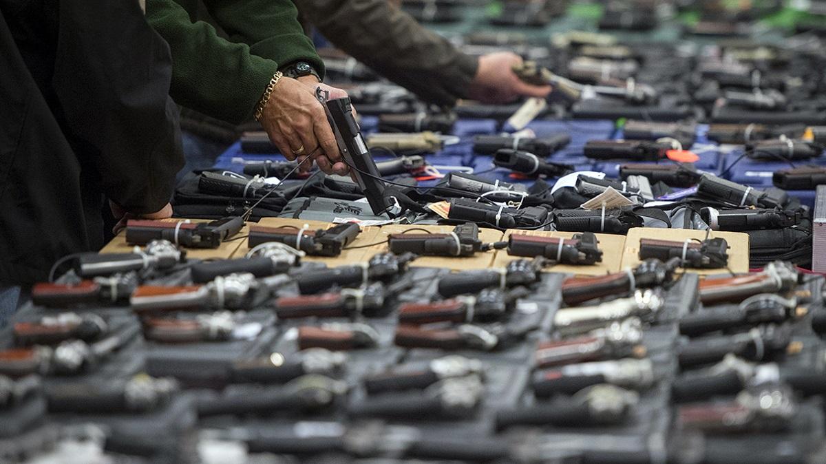 В Великобритании запретили хранить ножи и скорострельные винтовки