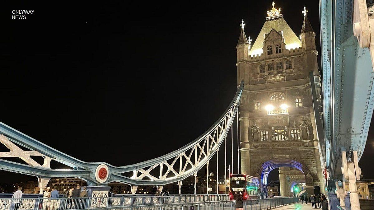 В час пик в Лондоне обрушился ливень и затопил Тауэрский мост.