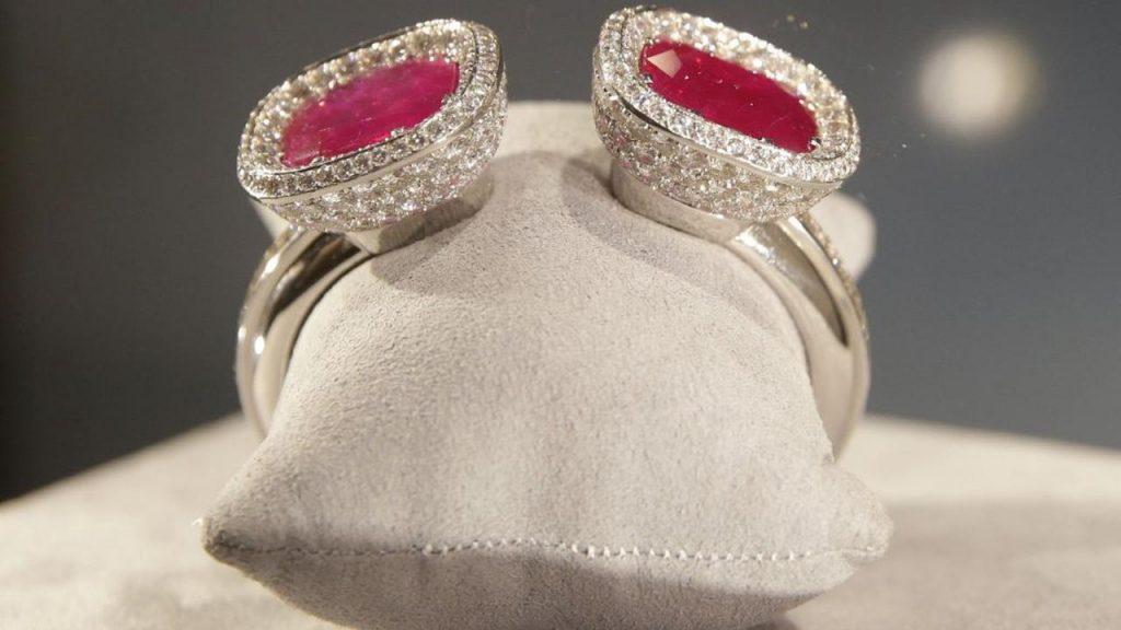 Браслет, подаренный герцогом Виндзорским выставлен на торги Christies eyes 2 mln for Wallis Simpson bangle at auction 1